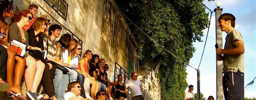 Student reading, Rome