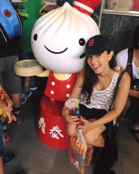 Picture of Lisa at the original Din Tai Fung in Taipei